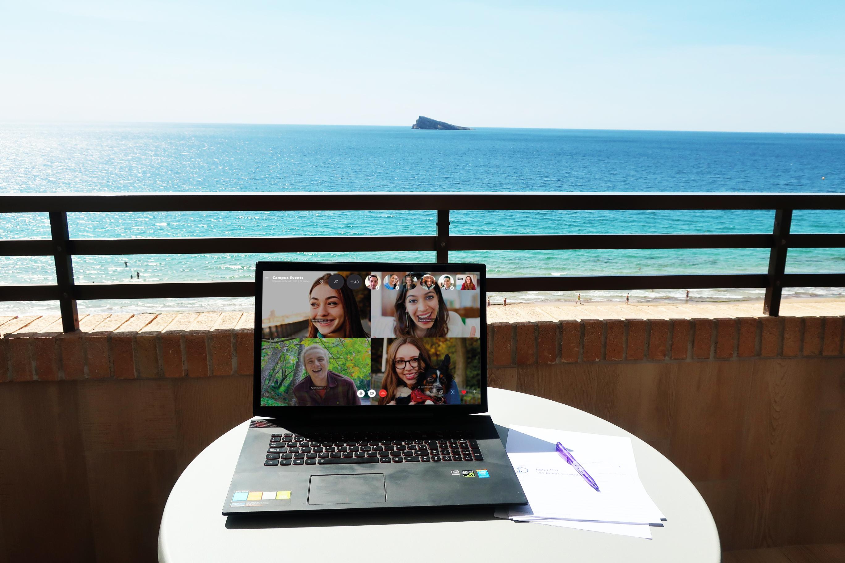 Teletrabajo en Benidorm: siete ventajas de trasladar tu oficina a Les Dunes